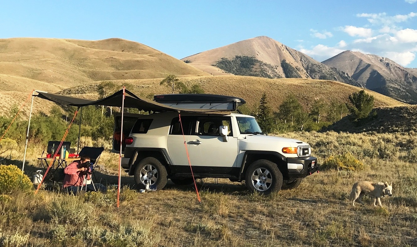 FOURTREKS CUSTOMER SCOTT STEVENS IS RUNNING A NUMBER OF FOURTREKS PRODUCTS ON HIS ROOF RACK WHILE OVERLANDING!